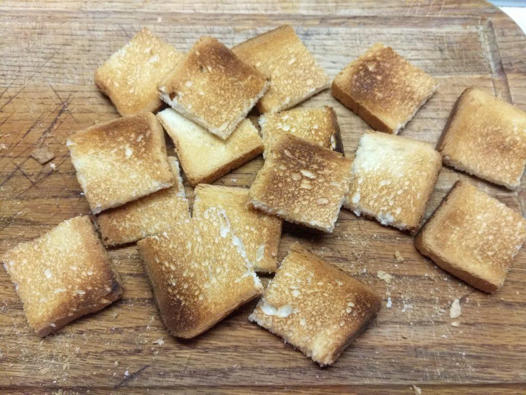 Фото рецепта - Творожная закуска из соленого лосося, огурца и оливок - шаг 1