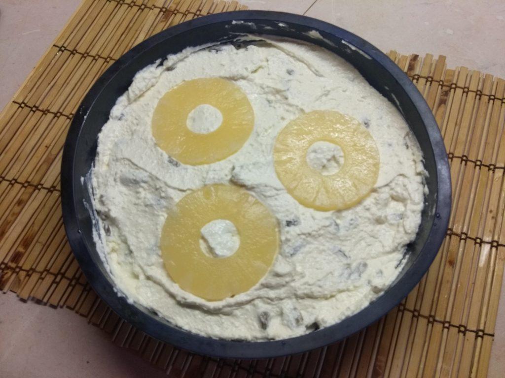 Фото рецепта - Творожник с консервированными ананасами - шаг 5