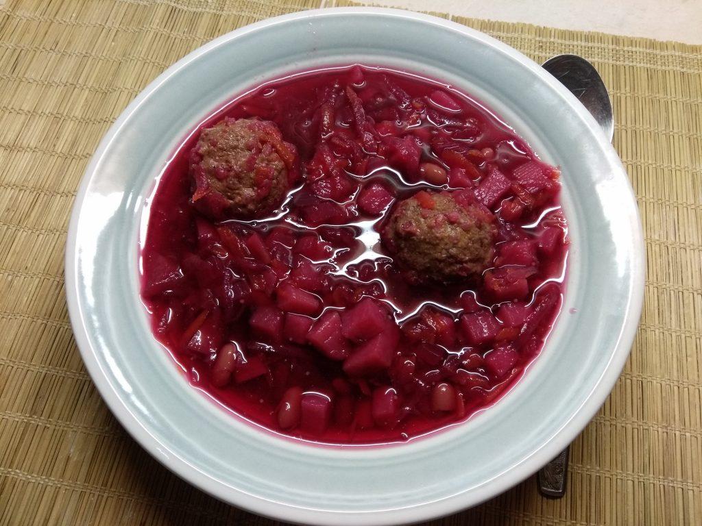 Фото рецепта - Красный борщ с фасолью и куриными фрикадельками - шаг 6