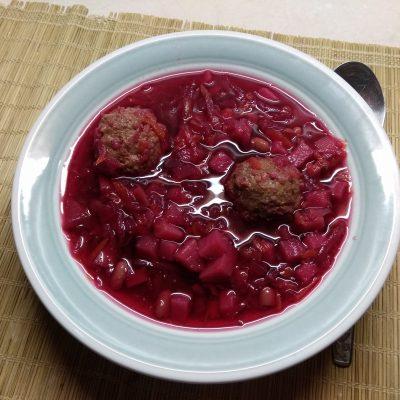 Красный борщ с фасолью и куриными фрикадельками - рецепт с фото