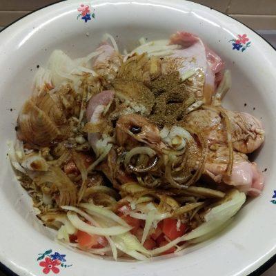 Фото рецепта - Куриные бедра, запеченные с помидорами в азиатском стиле - шаг 6
