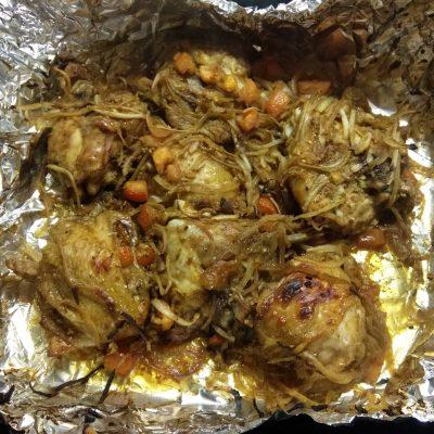 Фото рецепта - Куриные бедра, запеченные с помидорами в азиатском стиле - шаг 7