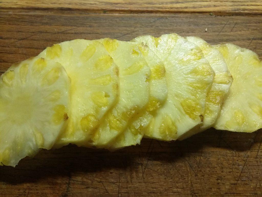 Фото рецепта - Оладьи со свежим ананасом - шаг 1