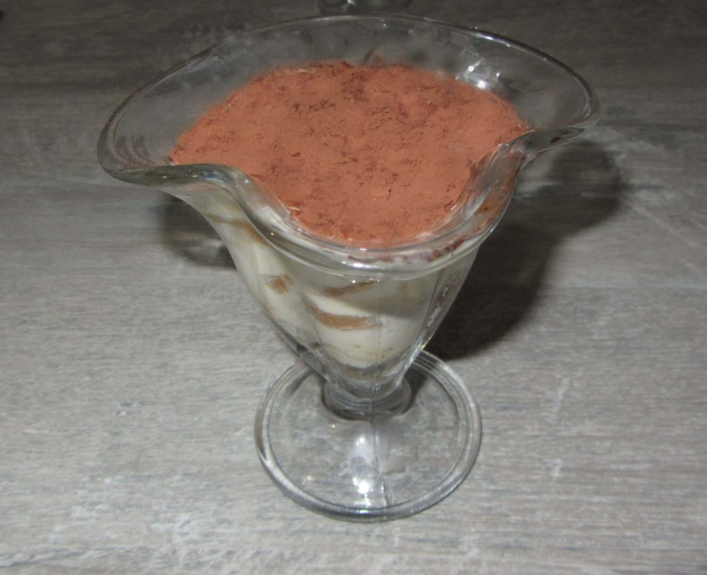 Фото рецепта - Тирамису с кремом без яиц - шаг 4