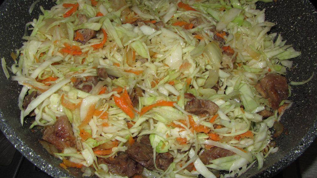 Фото рецепта - Тушеная капуста с мясом - шаг 6