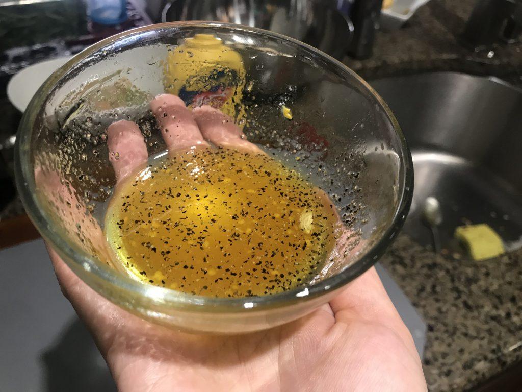 Фото рецепта - Салат из груш с пармезаном, орехами и виноградом - шаг 1