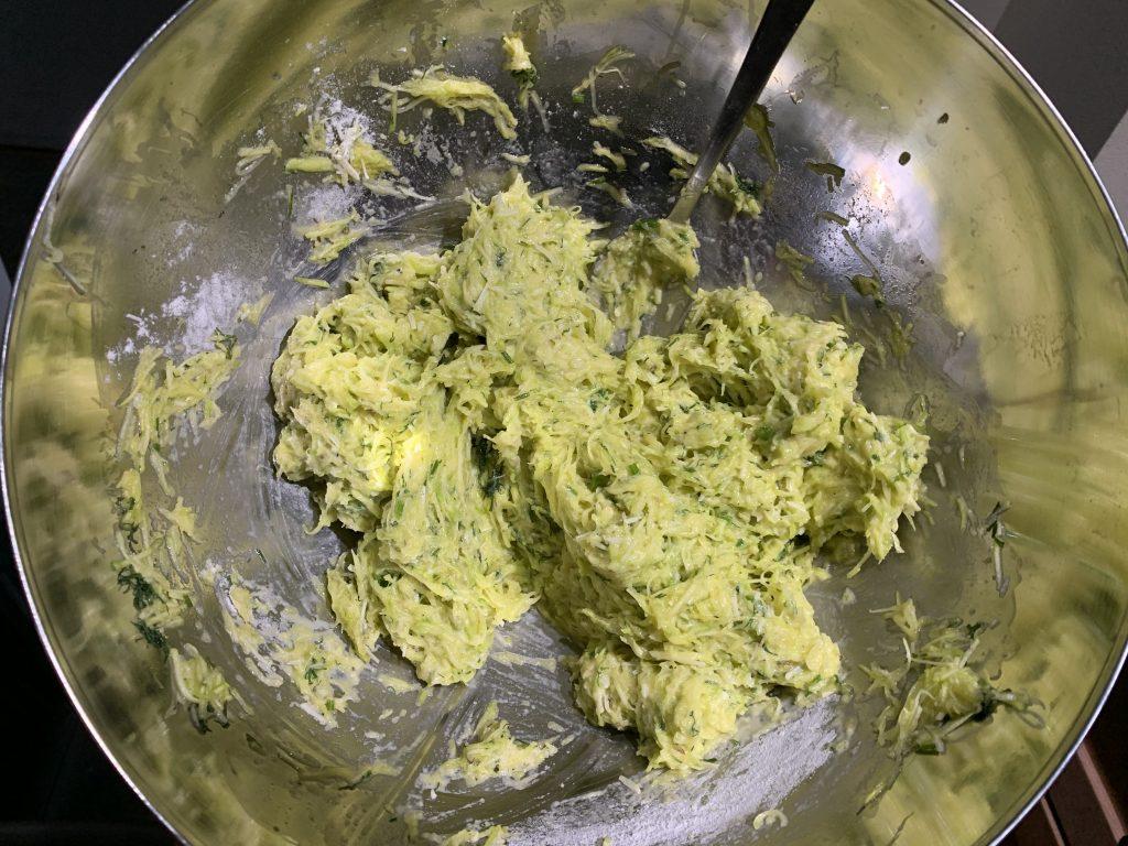 Фото рецепта - Оладьи из цуккини (кабачков) с пармезаном - шаг 4