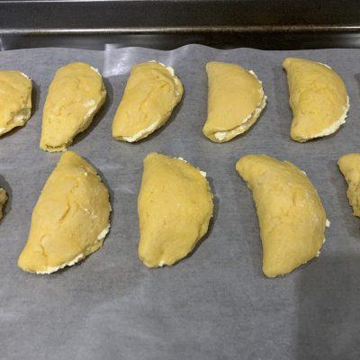 Фото рецепта - Сочни (сочники) из песочного теста с творогом - шаг 5