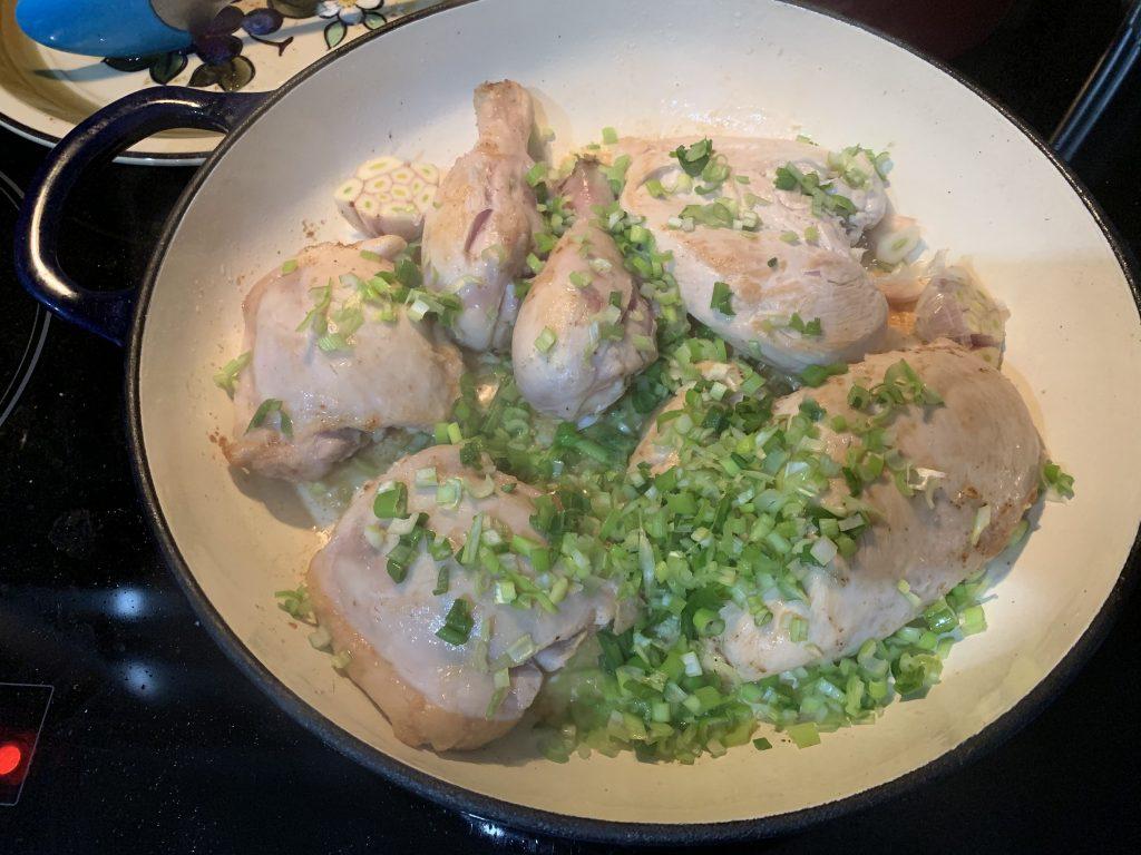 Фото рецепта - Курица с белой фасолью и картошкой - шаг 2