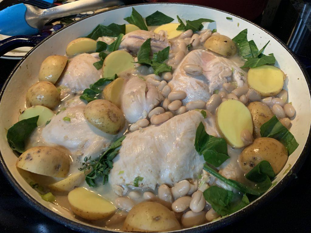 Фото рецепта - Курица с белой фасолью и картошкой - шаг 5