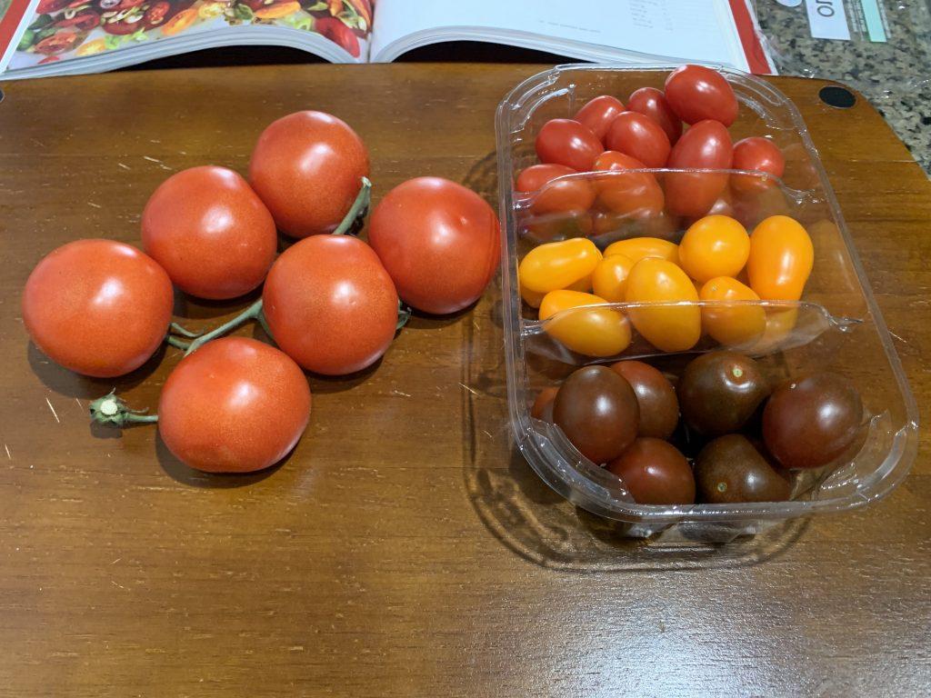 Фото рецепта - Салат из маринованных томатов с луком шалот - шаг 1