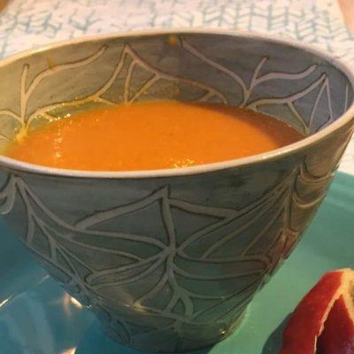 Крем-суп из моркови с яблоком и имбирем - рецепт с фото