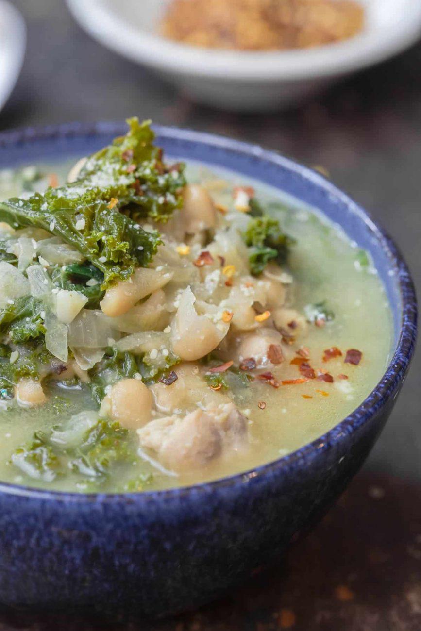 Куриный суп с белой фасолью и капустой