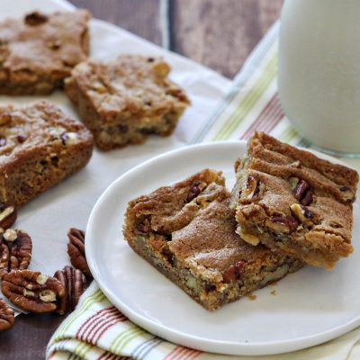 Пирог с яблоками и орехами - рецепт с фото