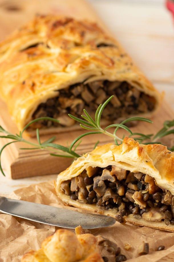Фото рецепта - Постный пирог с грибами, чечевицей и орехами - шаг 5