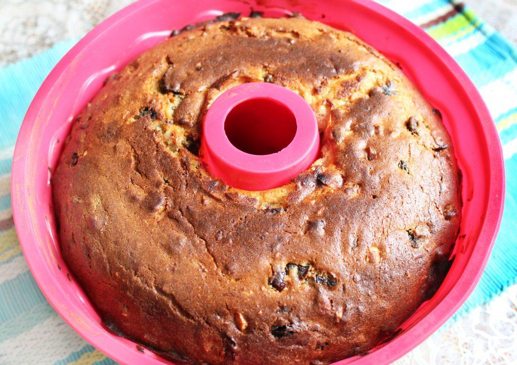 Фото рецепта - Рождественский кекс на твороге с орехами и сухофруктами - шаг 15