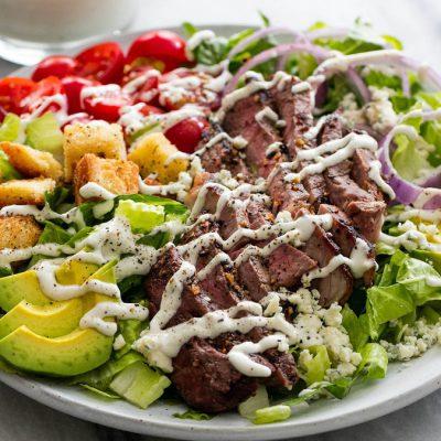 Салат из авокадо, черри и жареного говяжьего стейка - рецепт с фото