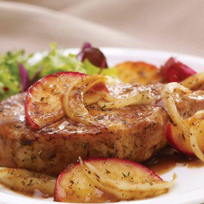 Свиные отбивные с пряностями и яблоками - рецепт с фото