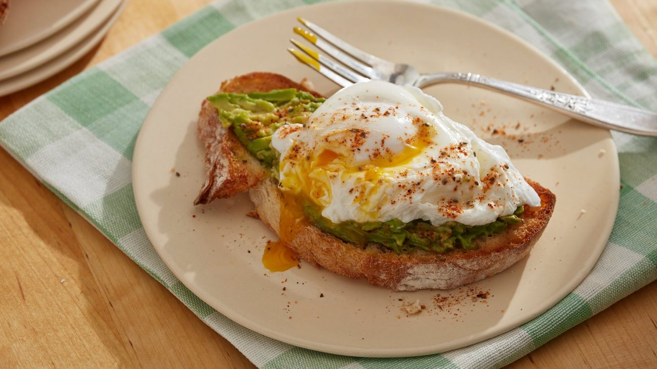 Тост с авокадо и яйцом-пашот