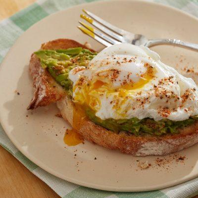 Тост с авокадо и яйцом-пашот - рецепт с фото