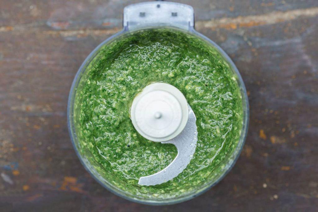 Фото рецепта - Запеченная форель под чесночно-кинзовым соусом - шаг 2