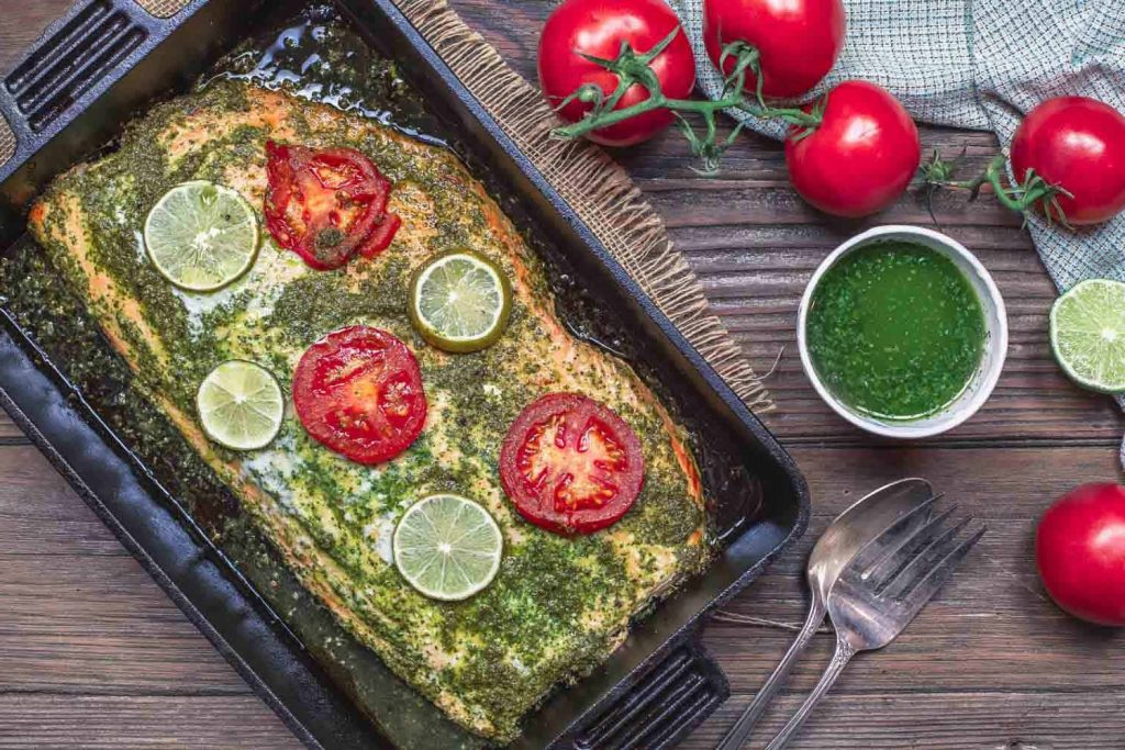 Фото рецепта - Запеченная форель под чесночно-кинзовым соусом - шаг 5