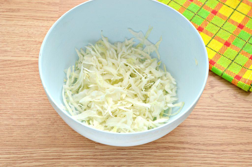 Фото рецепта - Постный салат с вареной свеклой и зеленым горошком - шаг 1