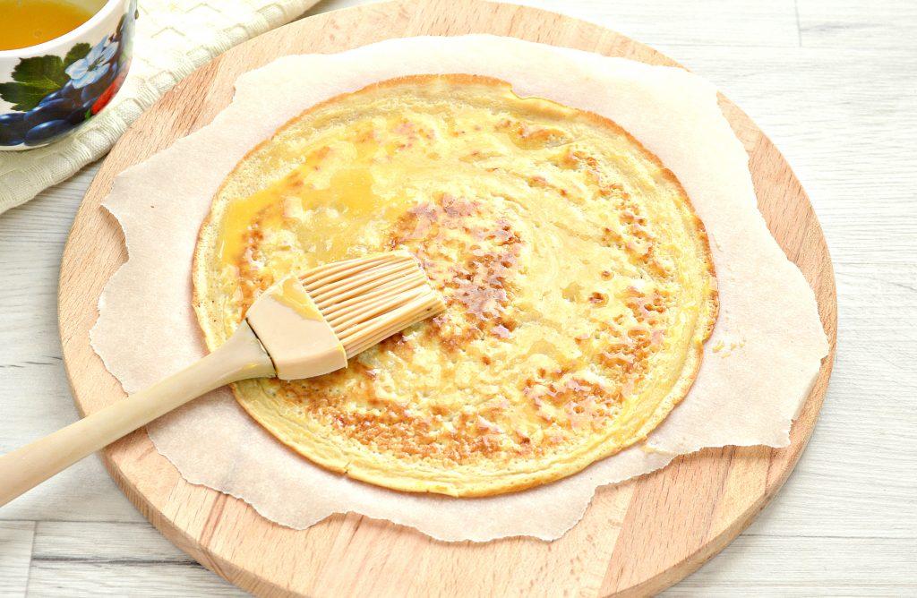 Фото рецепта - Блинная пицца с помидорами и сыром - шаг 1