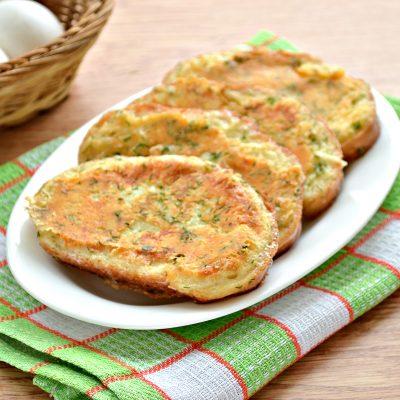 Яичные гренки с сыром и зеленью - рецепт с фото