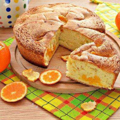 Шарлотка с мандаринами - рецепт с фото