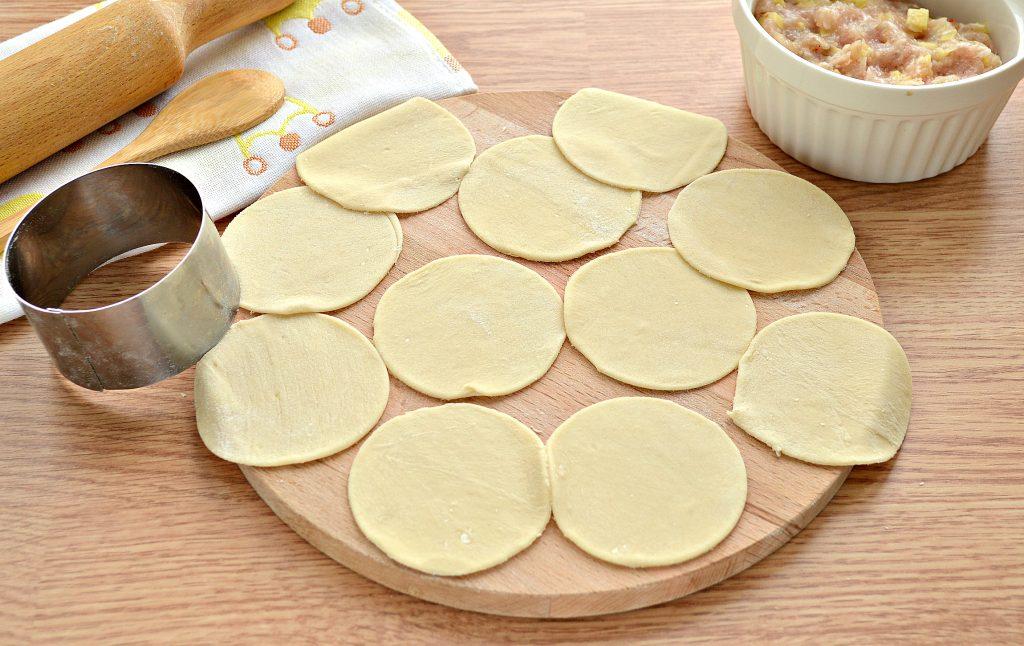Фото рецепта - Вареники на пару со свининой и картофелем - шаг 2