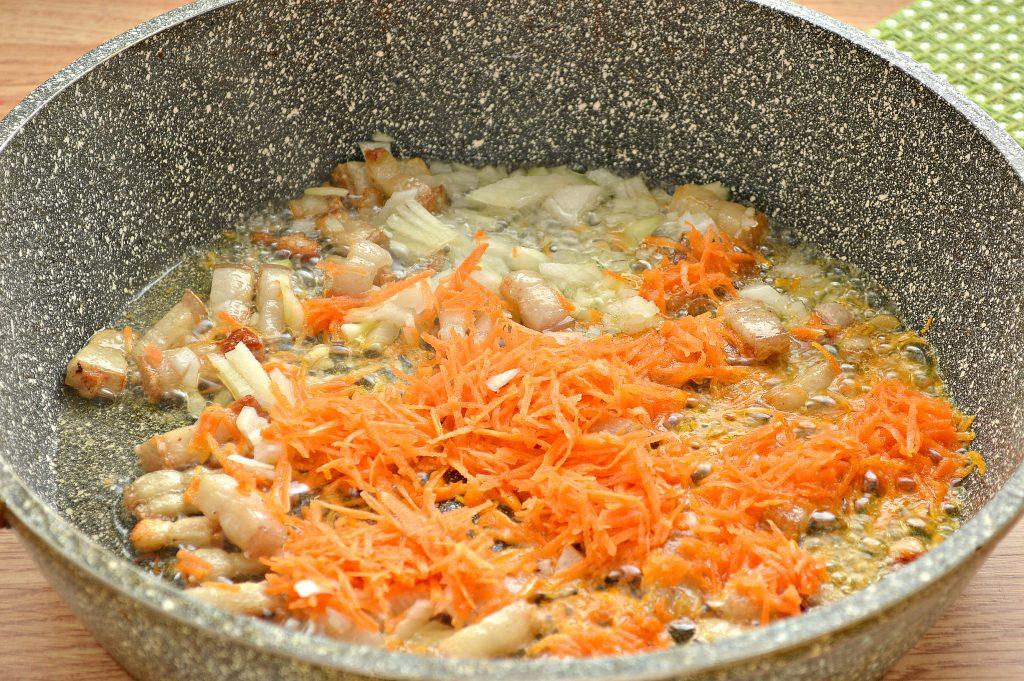 Фото рецепта - Тушеный картофель с салом - шаг 2