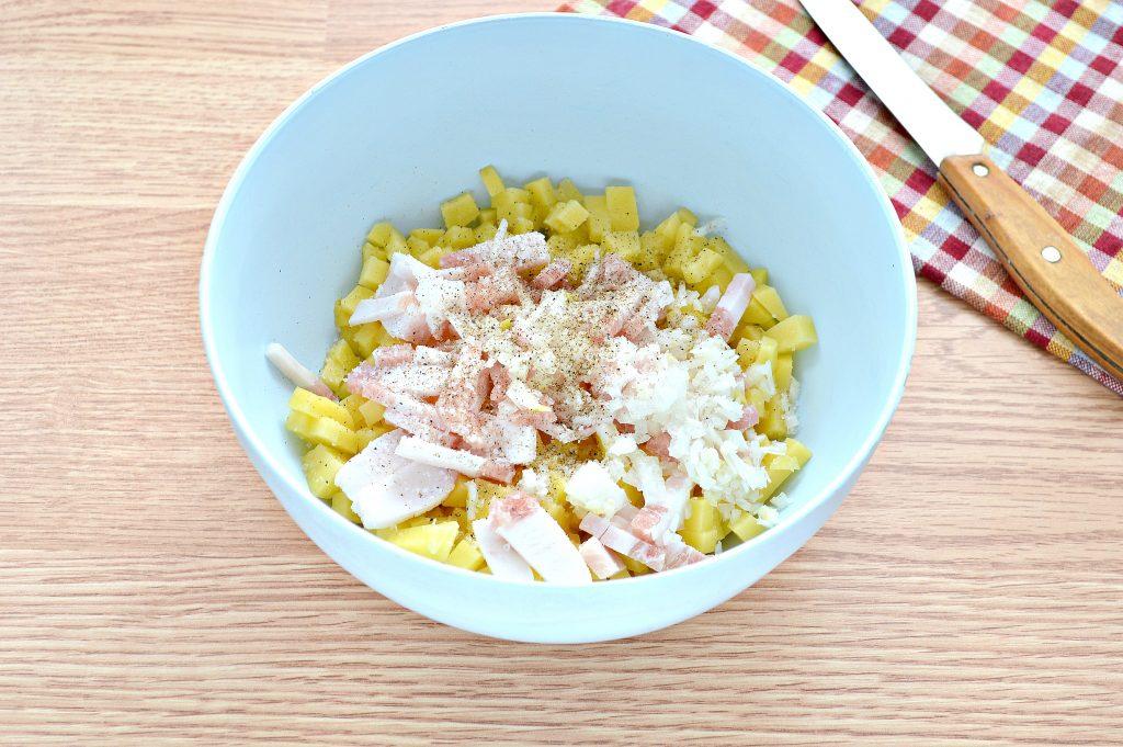 Фото рецепта - Слоеный пирог с картофелем и салом - шаг 2