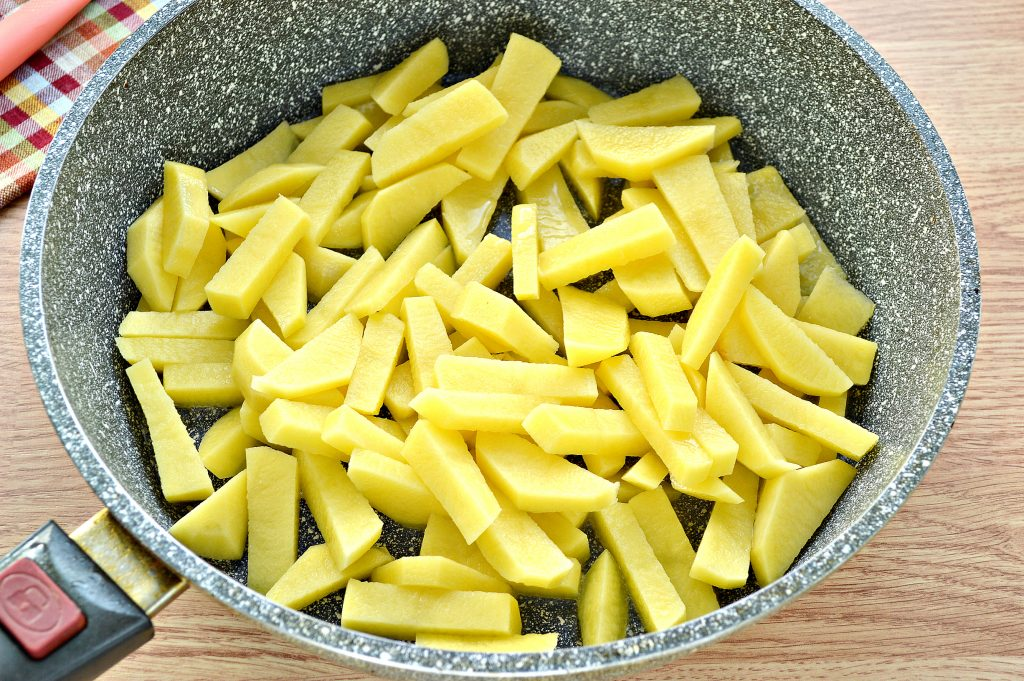 Фото рецепта - Жареная картошка с яйцом - шаг 2