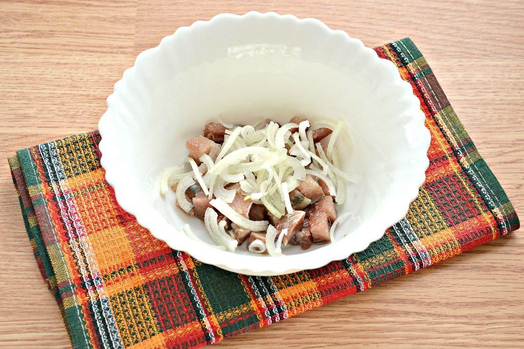 Фото рецепта - Салат из картофеля и сельди - шаг 2