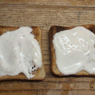 Фото рецепта - Горячие бутерброды с запеченным лососем и маринованными огурцами - шаг 1