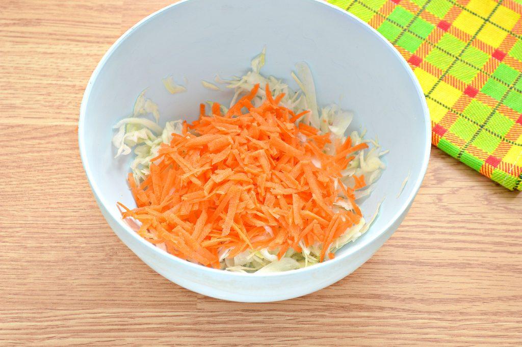 Фото рецепта - Постный салат с вареной свеклой и зеленым горошком - шаг 3