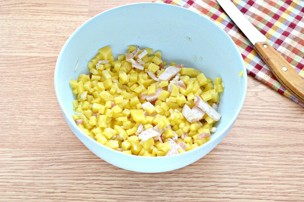 Фото рецепта - Слоеный пирог с картофелем и салом - шаг 3