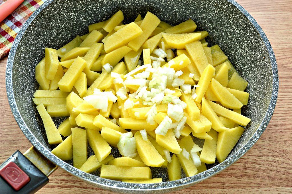 Фото рецепта - Жареная картошка с яйцом - шаг 3