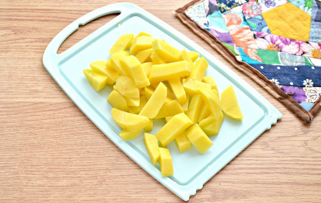 Фото рецепта - Борщ со свежей капустой и солеными огурцами - шаг 3