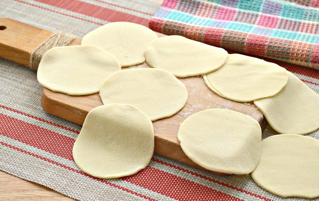 Фото рецепта - Вареники с салом и картошкой - шаг 3