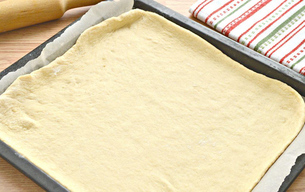 Фото рецепта - Дрожжевой пирог со свининой и капустой - шаг 3