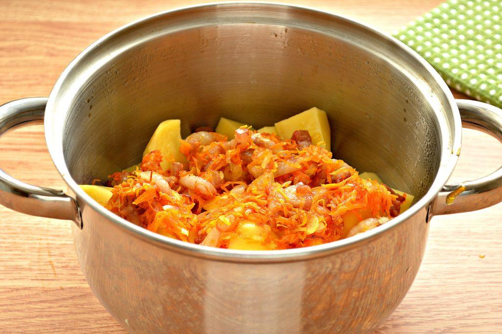 Фото рецепта - Тушеный картофель с салом - шаг 4