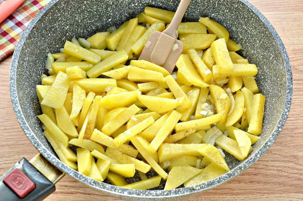 Фото рецепта - Жареная картошка с яйцом - шаг 4