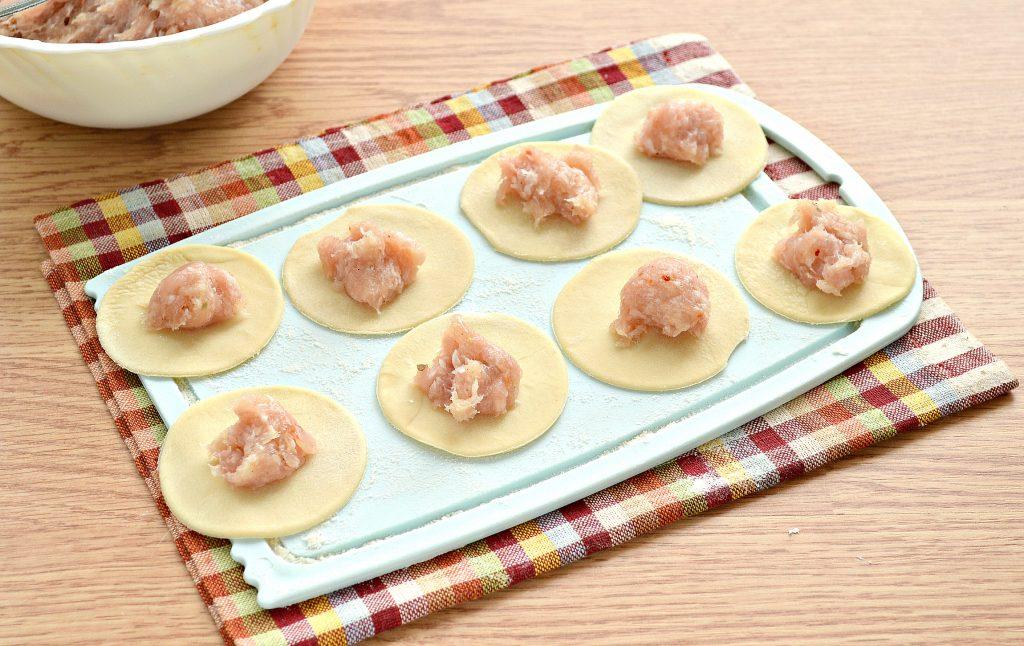 Фото рецепта - Домашние пельмени с куриным и свиным фаршем - шаг 4