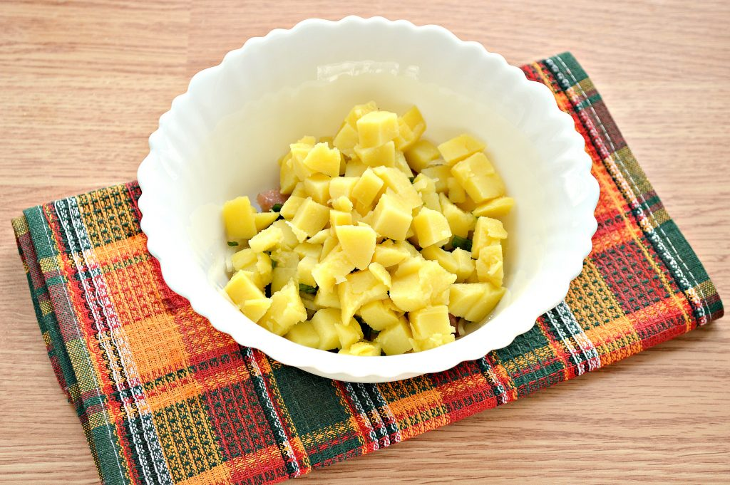 Фото рецепта - Салат из картофеля и сельди - шаг 4