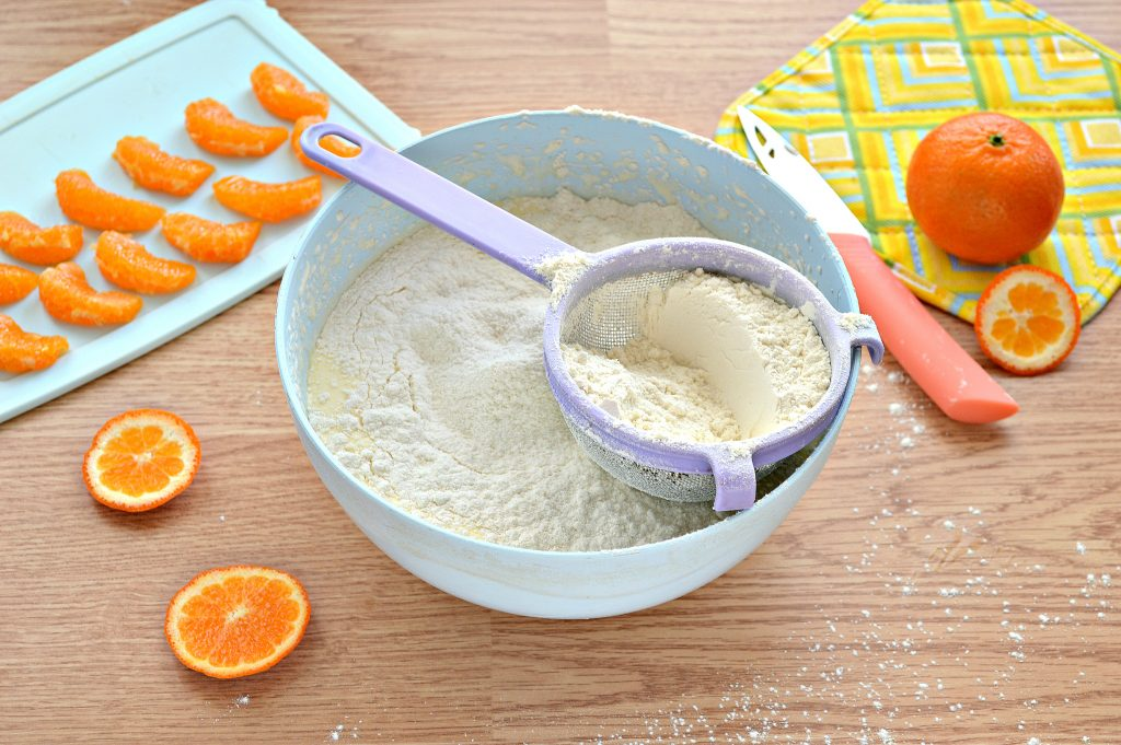 Фото рецепта - Шарлотка с мандаринами - шаг 4