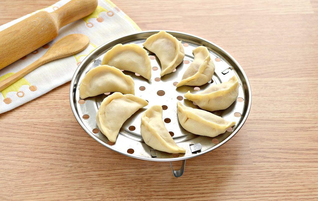 Фото рецепта - Вареники на пару со свининой и картофелем - шаг 5