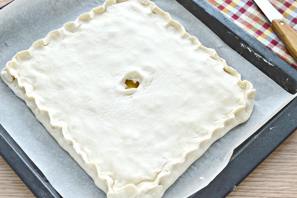 Фото рецепта - Слоеный пирог с картофелем и салом - шаг 5