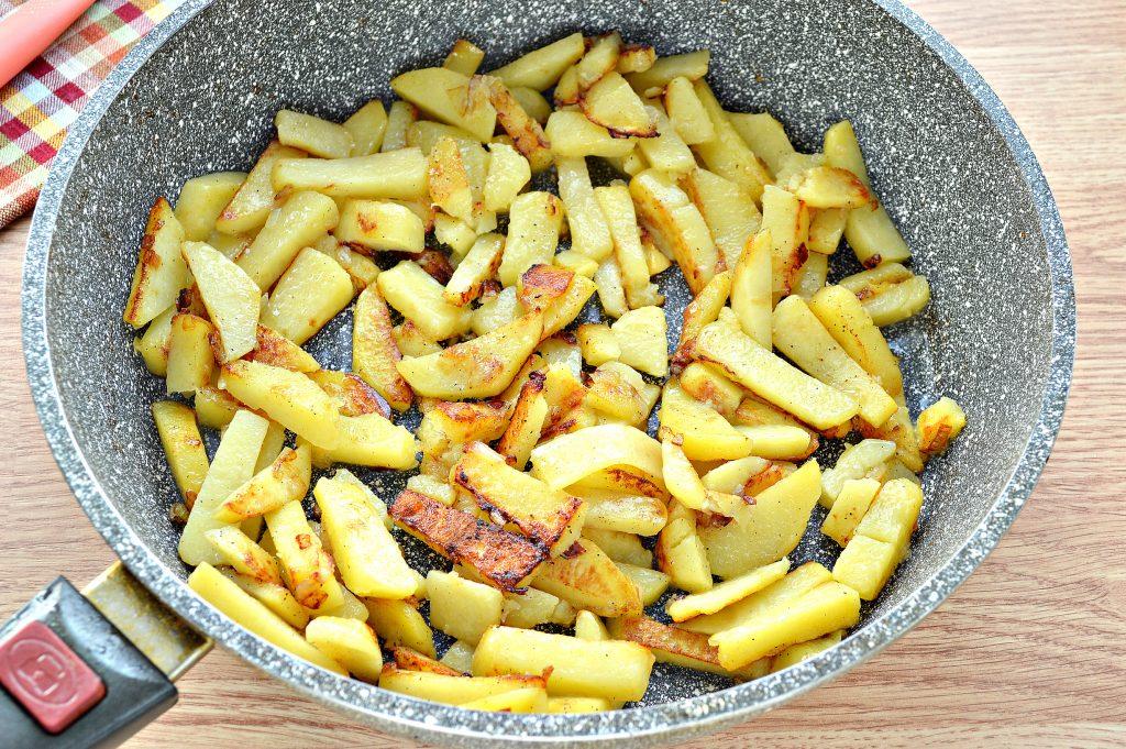 Фото рецепта - Жареная картошка с яйцом - шаг 5